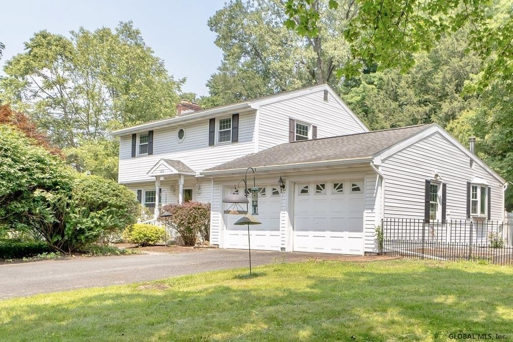 222 Westchester Dr S Delmar, NY 12054