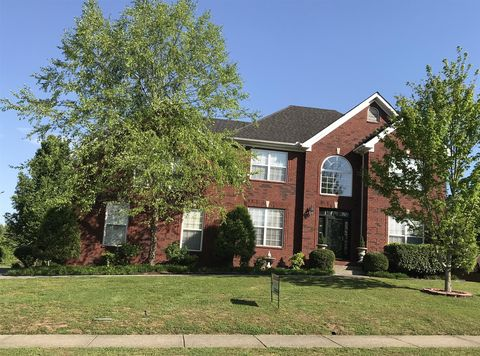 Photo of 105 Cedar Ridge Ln, Hendersonville, TN 37075