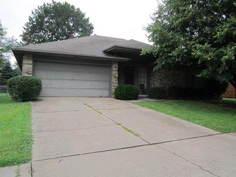 1305 W Lindberg St, Springfield, MO 65807