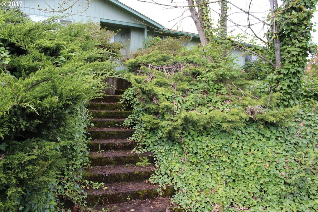 2050 Willamette St, Eugene, OR 97405