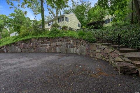 8 Fairway Pl, Cold Spring Harbor, NY 11724