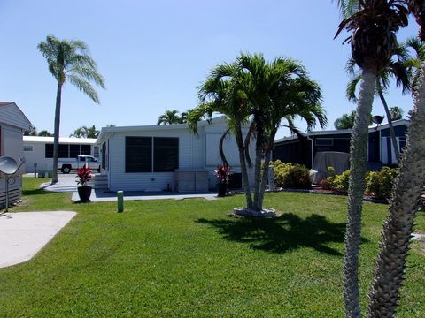 Photo of 822 Commanche Trl, Fort Myers Beach, FL 33931