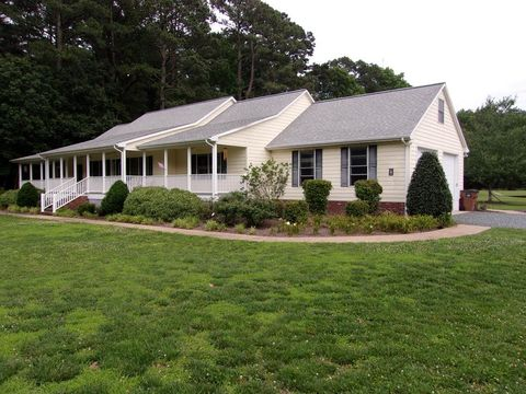 Photo of 14314 E Field Dr, Belle Haven, VA 23306