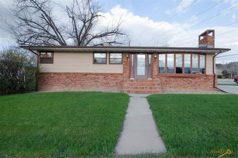 Photo of 1614 Sheridan Lake Rd, Rapid City, SD 57702