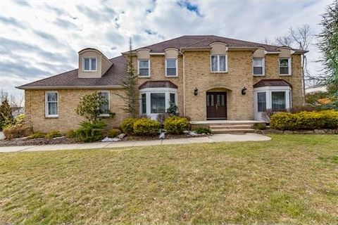 18 Silver Spring Ct, East Hanover, NJ 07936