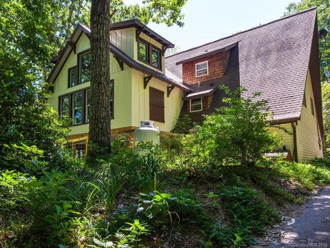 Photo of 39 Little Piney Mountain Rd, Candler, NC 28715