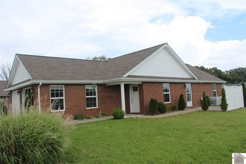 Photo of 9 Master Dr, Murray, KY 42071