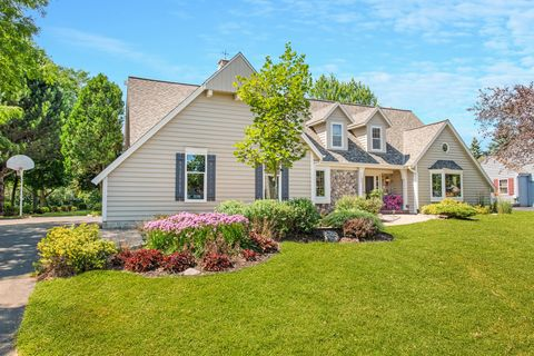 Photo of 3629 W Sherbrooke Dr, Mequon, WI 53092