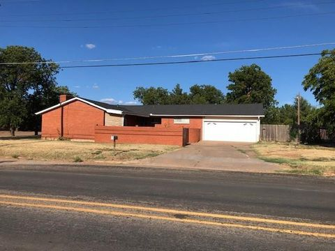 Photo of 410 N Cleveland Ave, Rotan, TX 79546