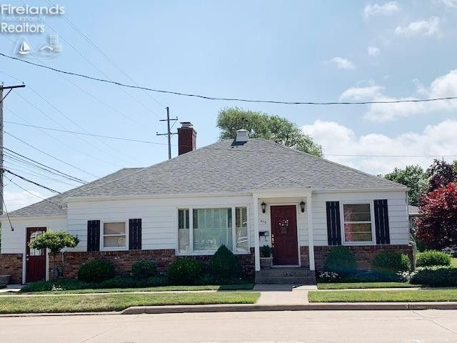 615 Jefferson St Port Clinton, OH 43452