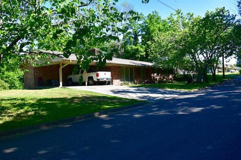 Photo of 370 Mount Dr, Sevierville, TN 37876