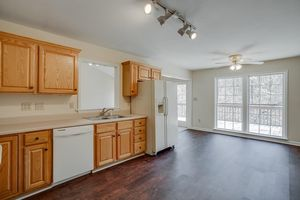 6444 Looper Lake Dr, Flowery Branch, GA 30542   Kitchen