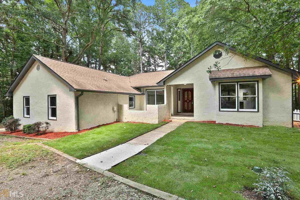 211 Highland Hills Rd Fayetteville, GA 30214