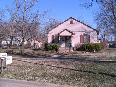 509 E 4th Ave, Saint John, KS 67576