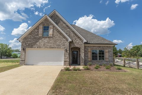 Photo of 69 Jacquelyn Dr, Starkville, MS 39759