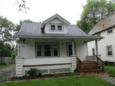 Photo of 213 Erie St, Elyria, OH 44035
