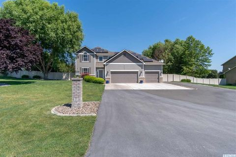 Photo of 13211 Cottonwood Creek Blvd, Kennewick, WA 99338