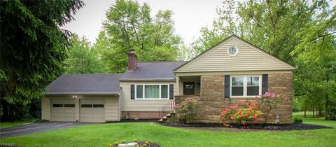 Photo of 28550 Pike Dr, Chagrin Falls, OH 44022