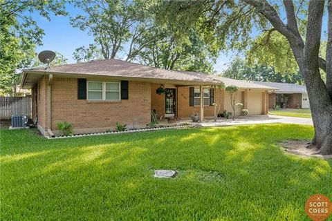 Photo of 2105 16th St, Brownwood, TX 76801
