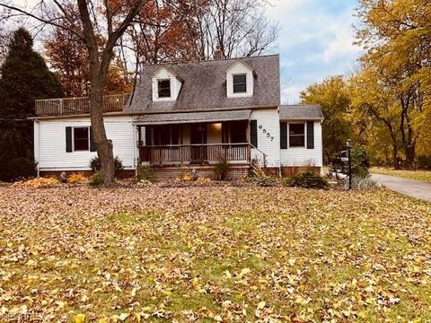 6557 Fitch Rd, Olmsted Township, OH 44138