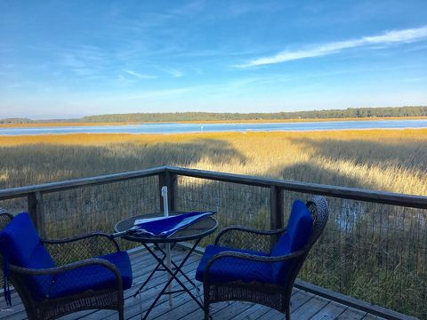Photo of 2427 B Pigeon Point Rd, Beaufort, SC 29902