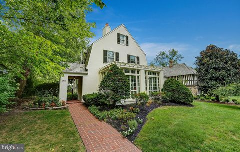 Photo of 206 Saint Dunstans Rd, Baltimore, MD 21212