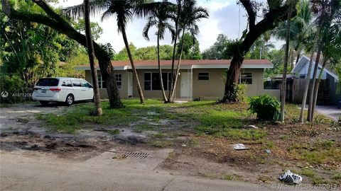 Photo of 545 Ne 160th Ter, Miami, FL 33162