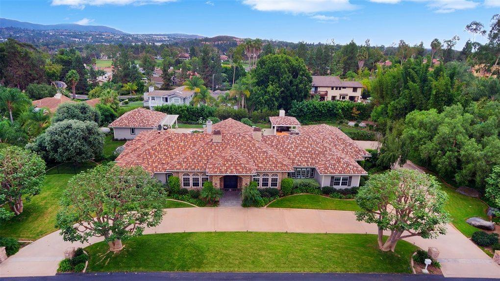 642 Rolling Hills Rd, Vista, CA 92081