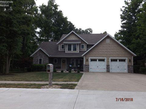 Photo of 710 Linden Ln, Willard, OH 44890