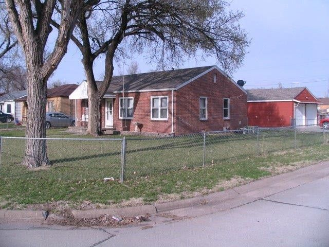 1700 Hubbard St Great Bend, KS 67530
