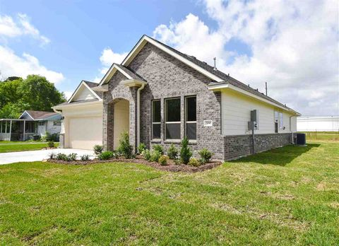 Photo of 200 Sycamore St, Port Neches, TX 77651