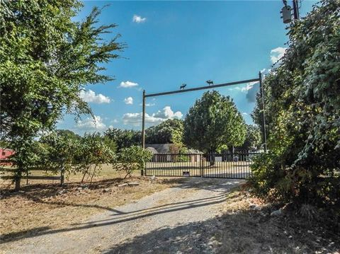 Photo of 9966 County Road 2326, Terrell, TX 75160