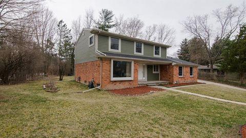 Photo of 3835 Waldenwood Dr, Ann Arbor, MI 48105