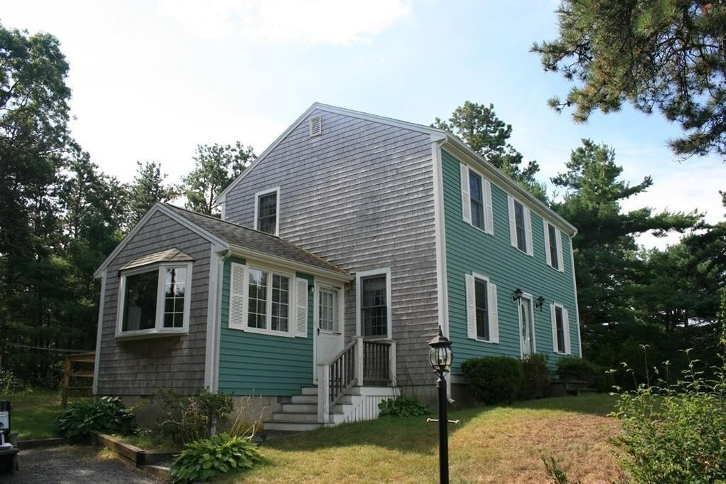2 Queen Dr, Plymouth, MA 02360