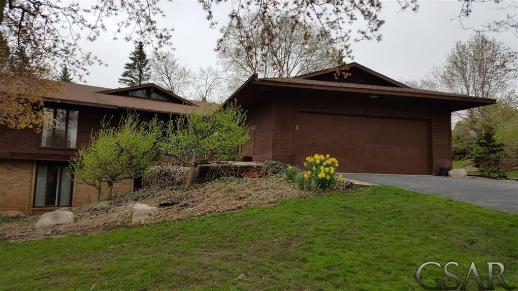 2050 Sunset Dr, Owosso, MI 48867