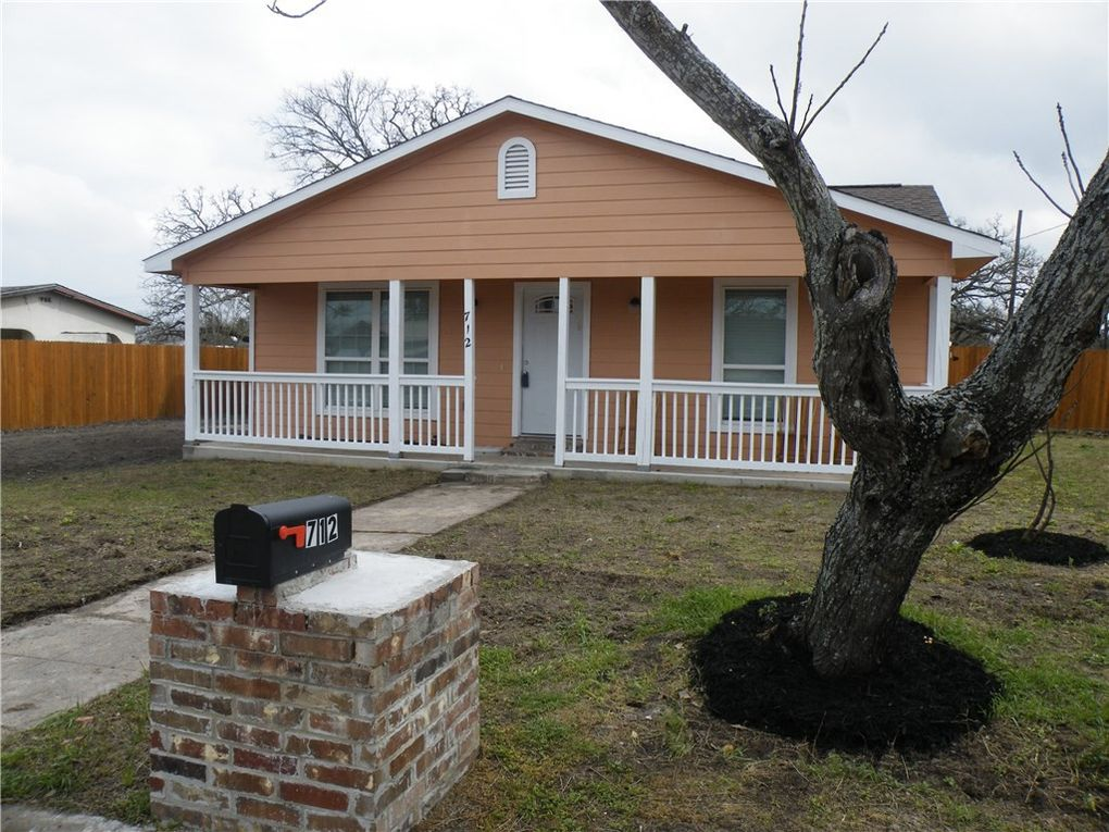 712 N Harris St Giddings Tx 78942 Realtor Com