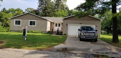 Photo of 28351 Liberty St, Farmington Hills, MI 48336