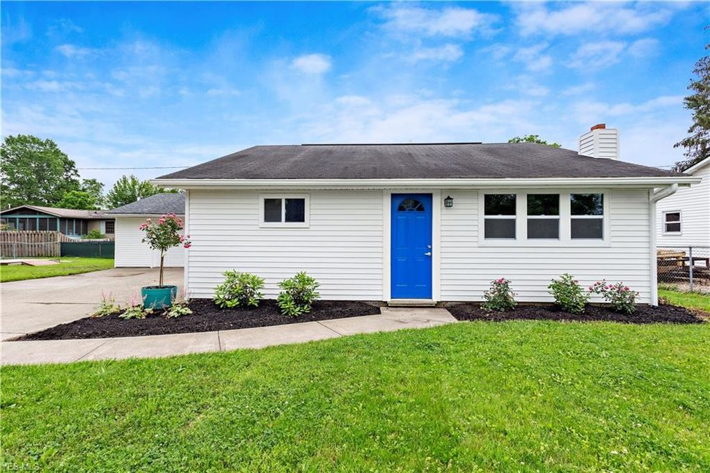 90 Clovercliff Dr, Chippewa Lake, OH 44215