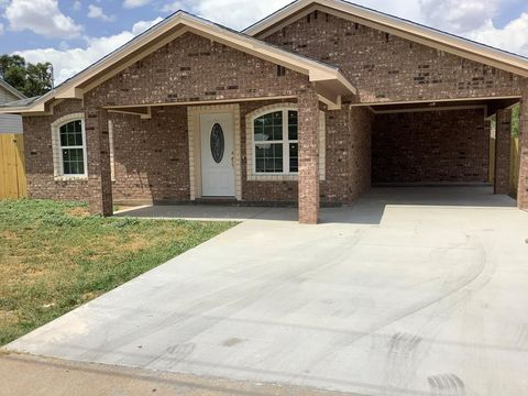 Photo of 114 W Avenue L, San Angelo, TX 76903