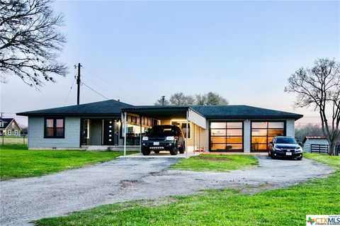 7281 Us Highway 90 A W, Shiner, TX 77984