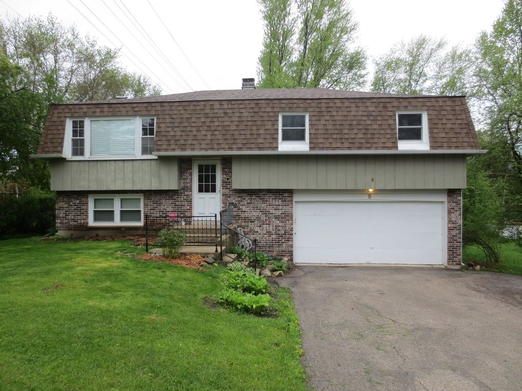 5 Indian Trl, Lake in the Hills, IL 60156