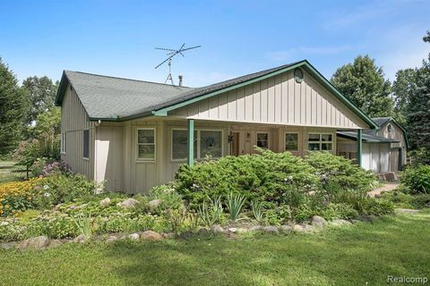 4611 Brophy Rd, Oceola Township, MI 48855
