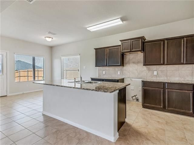 2313 Hickory Grove Trl, Fort Worth, TX 76108