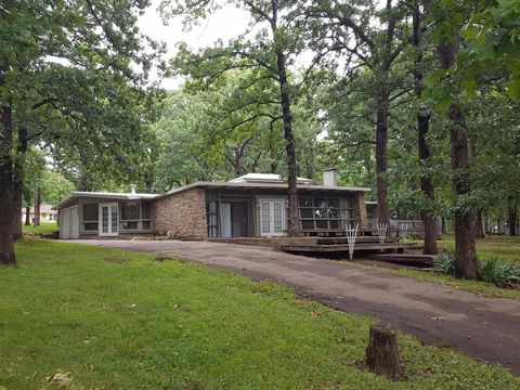 21980 Greenwood Rd, Chanute, KS 66720
