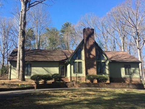 717 Colonial Dr, North Wilkesboro, NC 28659