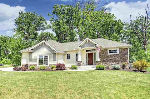 2127 Stone Fountain Chase, Fort Wayne, IN 46804