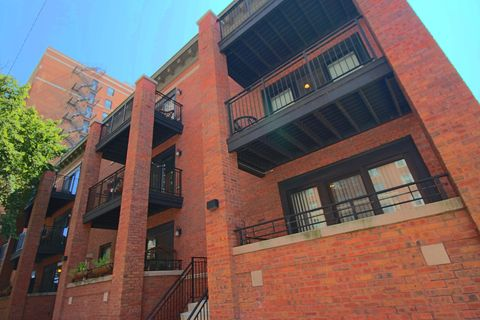 Photo of 421 W Belmont Ave Apt 3 A, Chicago, IL 60657