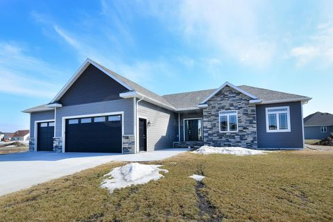 Photo of 78 Edgewood Ct, Grand Forks, ND 58201
