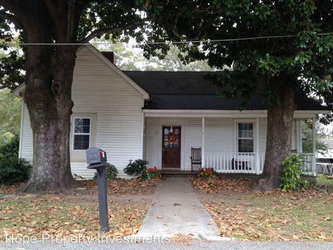 Photo of 41 Moreland St, Grantville, GA 30220