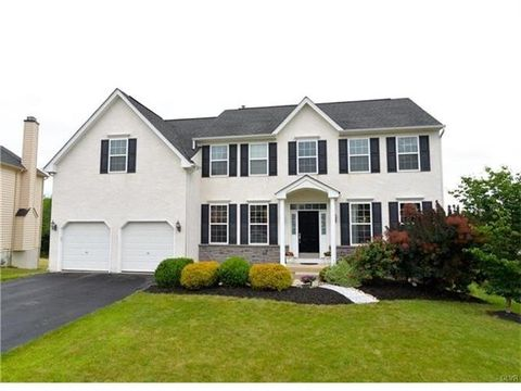 8685 Thornton Dr, Upper Macungie Township, PA 18031